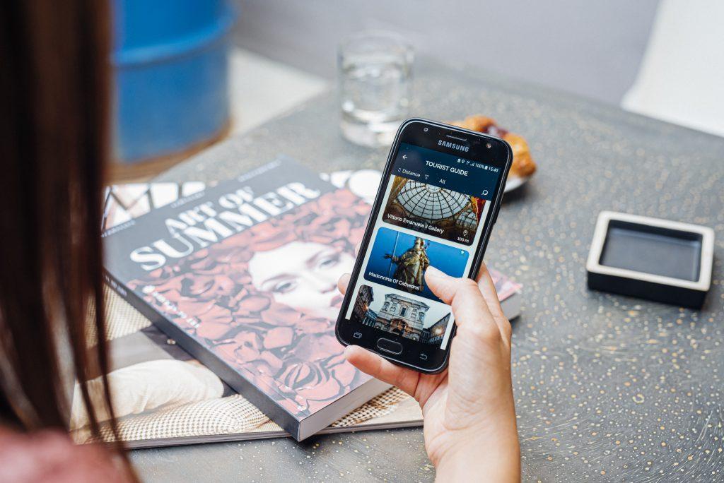 Manet Smart Mobile Travel Assistant